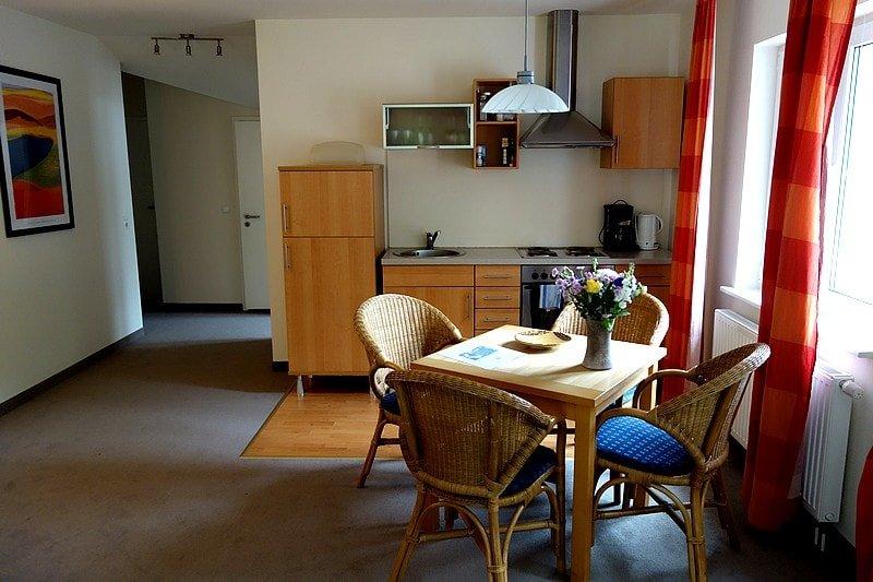 Essbereich, Küche und Flur Wohnung 11