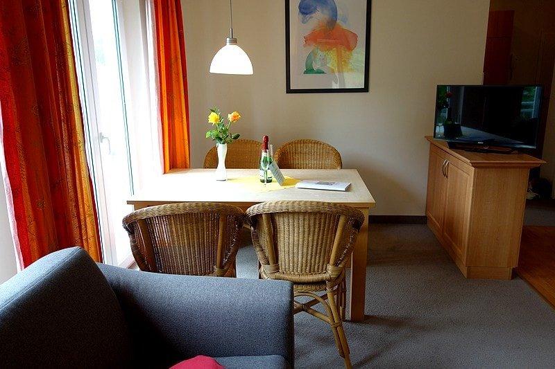 Essbereich und TV Wohnung 8