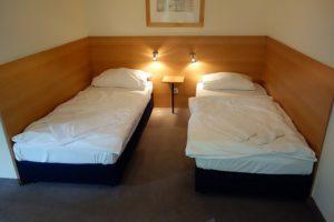Schlafzimmer 1: Bettengröße (90*200 cm) Wohnung 4