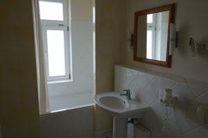 Tageslichtbadezimmer mit Badewanne Wohnung 9