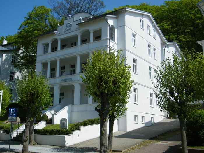 Frontansicht Villa Celia Ferienwohnungen in Sellin