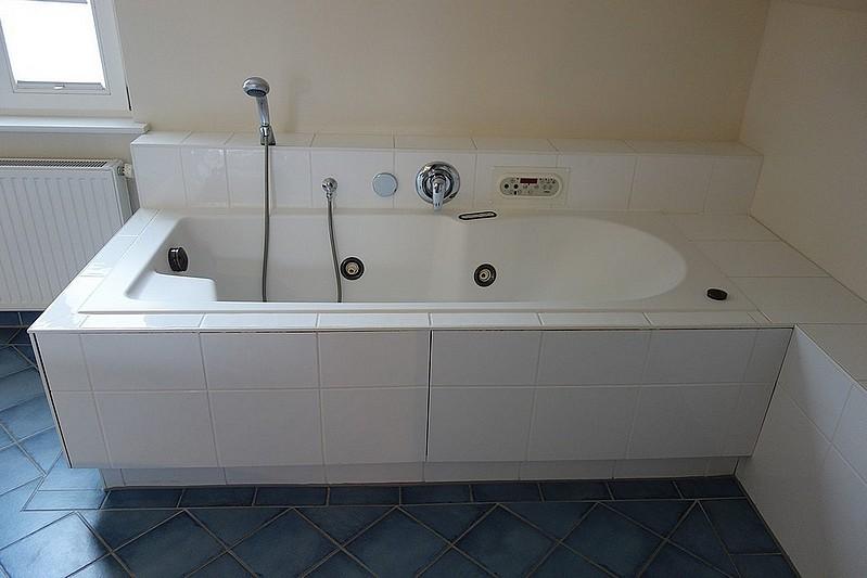 Badewanne mit Whirlpool Wohnung 13