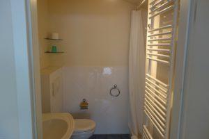 Badezimmer 2 mit Dusche und WC Wohnung 13