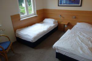 Schlafzimmer 2 mit zwei Einzelbetten (90 * 200 cm)