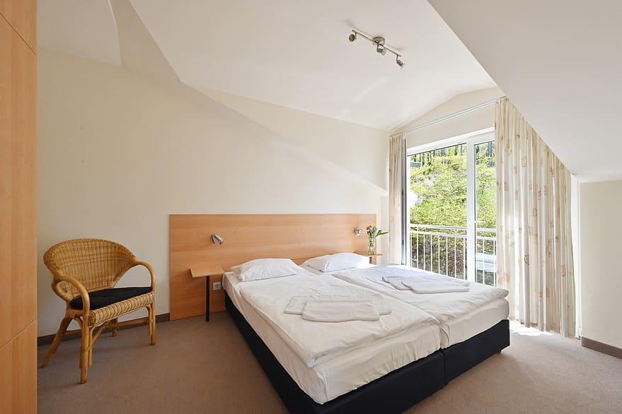 Schlafzimmer 2 mit Doppelbett 1,80 m*2,00 m