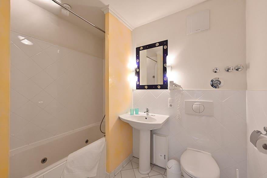 Badezimmer mit Badewanne Wohnung 12