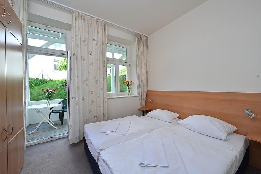 Schlafzimmer 1 mit Doppelbett 1,80 m*2,00 m