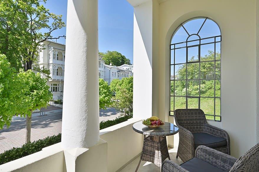 Loggia am Wohnzimmer Wohnung 2 mit Blick auf die Wilhelmstraße