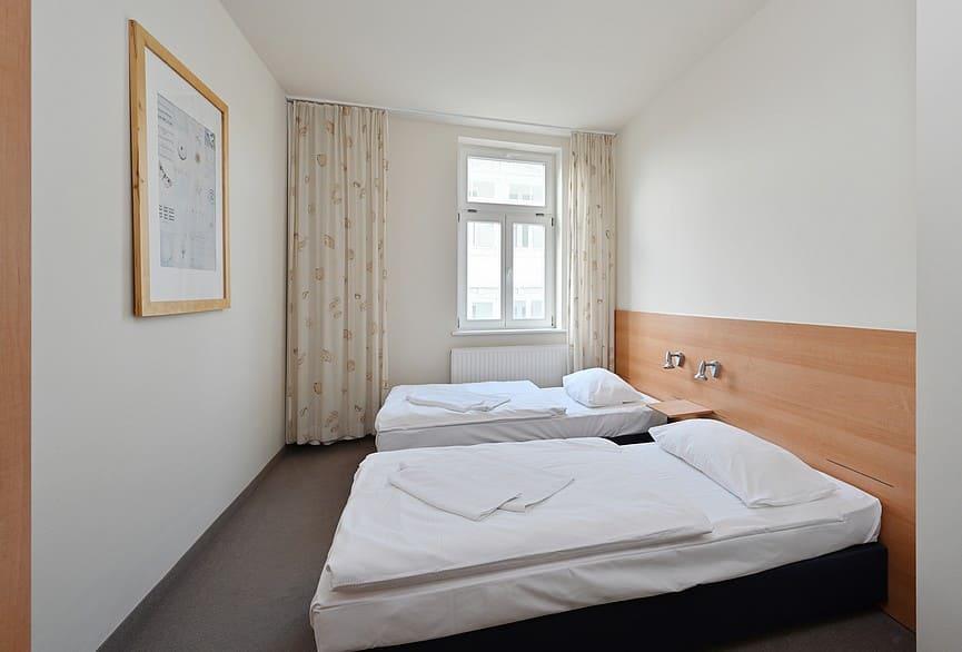 Schlafzimmer 2 mit Einzelbetten je 90*200cm