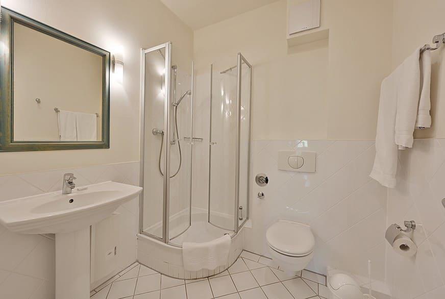 Badezimmer mit Dusche Wohnung 6