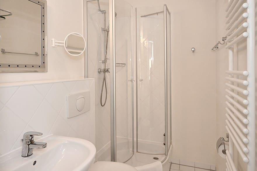 Badezimmer mit Dusche Wohnung 7