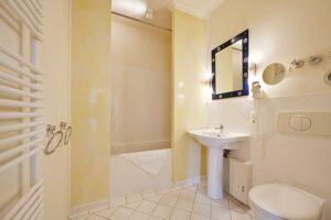 Badezimmer mit Badewanne Wohnung 8