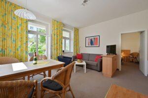 Essbereich und Wohnzimmer Wohnung 1